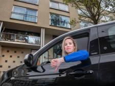 Makelaar koopt voor zichzelf huis, maar is in paniek omdat ze geen parkeervergunning krijgt