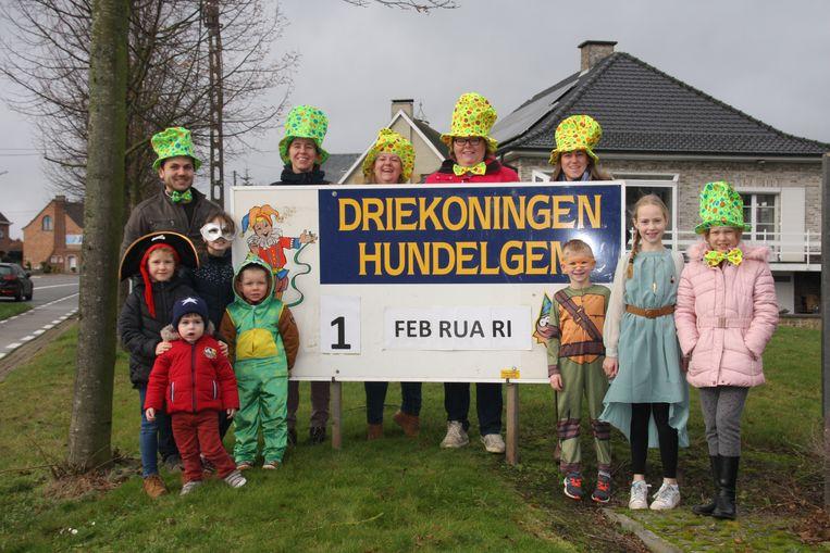 't Wijmenierke maakt zich op voor kindercarnaval in Hundelgem.