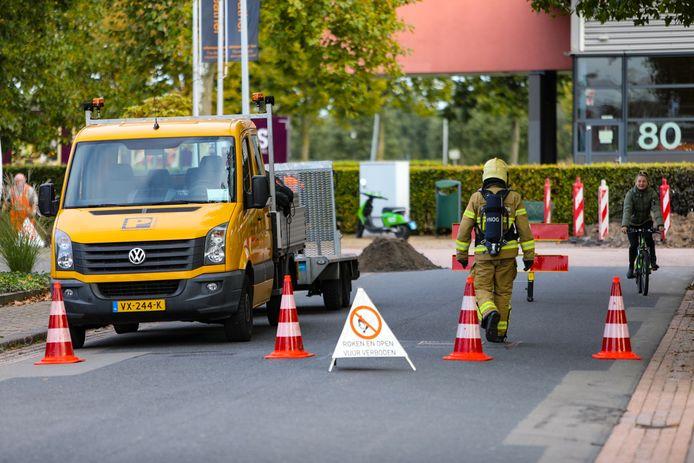 De brandweer heeft de Tweelingenlaan in Apeldoorn afgezet in verband met een mogelijk brandgevaar als gevolg van een gaslek.