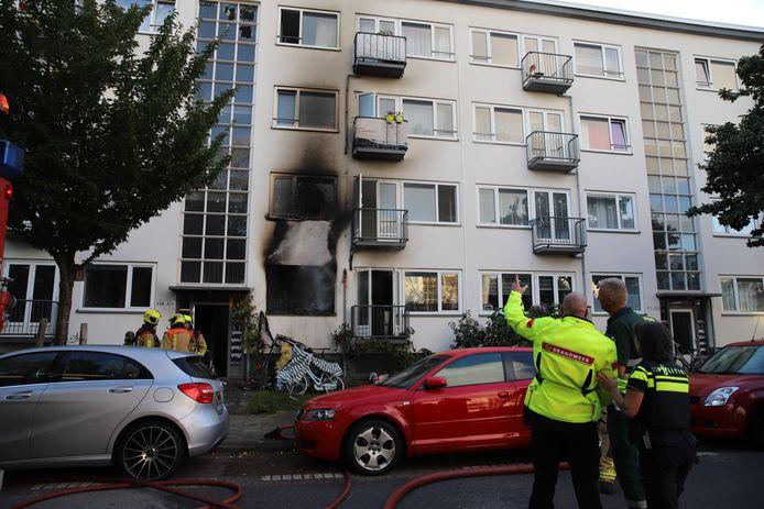 In een woning aan de Maartensdijklaan in Den Haag is donderdagochtend rond de klok van 08.00 uur brand ontstaan.