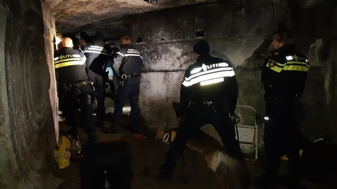 De politie maakte een eind aan het feest in een bunker.