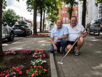 Truiense buren Fons (62) en Robert (66) fleuren Naamsevest op met kleurrijke bloemen