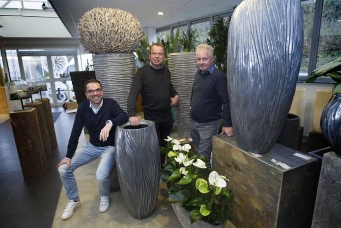 Jos van der Hulst, Kees van der Hulst en bedrijfsleider Henk Rovers (vlnr).