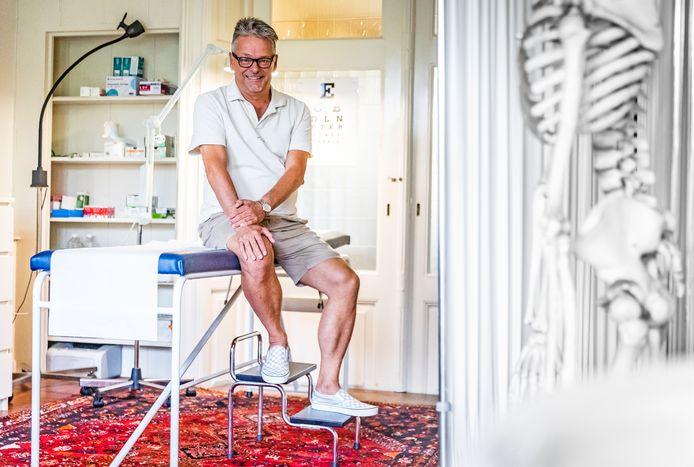 Huisarts Bernard Berkhout in zijn praktijk.