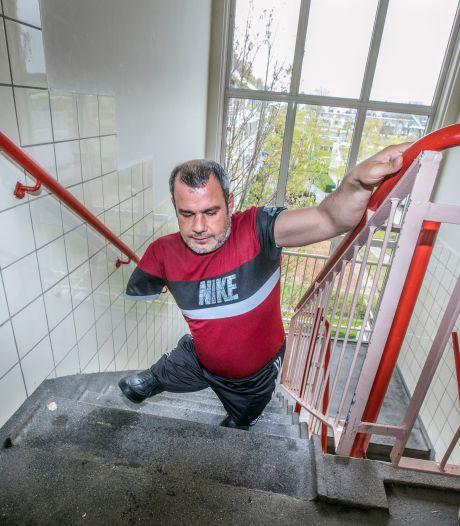 Gemist? Eigen huis en scootmobiel voor Sabri (42) en nieuwe coronahobby's zorgen voor veel botbreuken