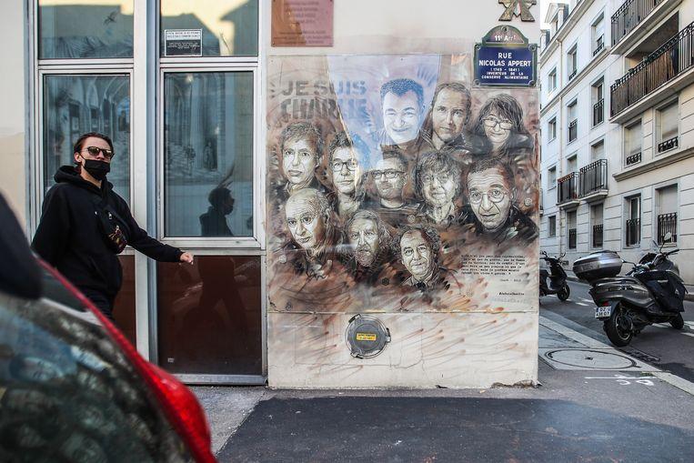 De broers Saïd en Chérif Kouachi vermoordden op 7 januari 2015 twaalf medewerkers van 'Charlie Hebdo' door het vuur te openen tijdens een redactievergadering. Beeld EPA