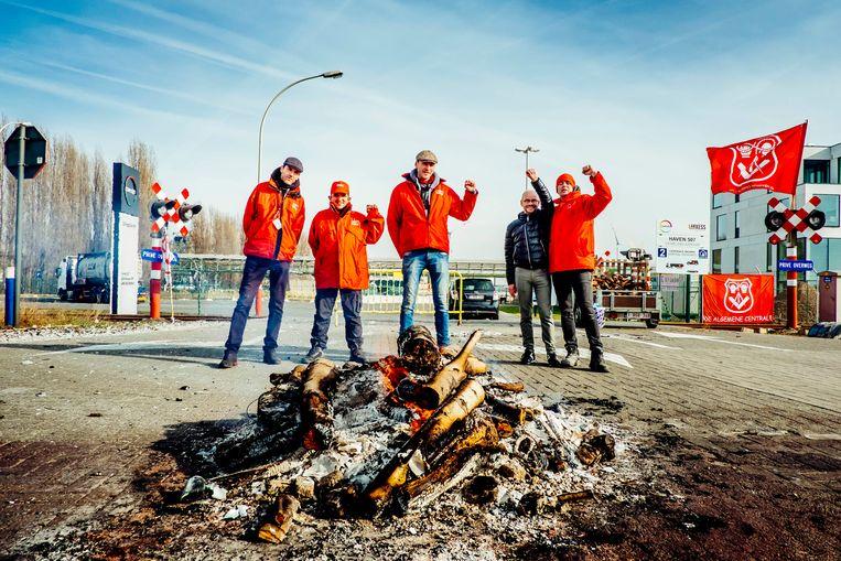 ABVV-militanten bij de nationale staking voor meer koopkracht vorige maand. Beeld Stefaan Temmerman