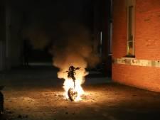 Elektrische scooter in brand gestoken op Hekkenlaan en geparkeerde auto in lichterlaaie op Trekvlietplein