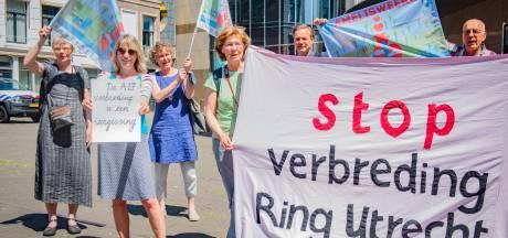 130.000 handtekeningen tegen verbreding van A27 bij Amelisweerd, maar de Kamer doet er niets mee