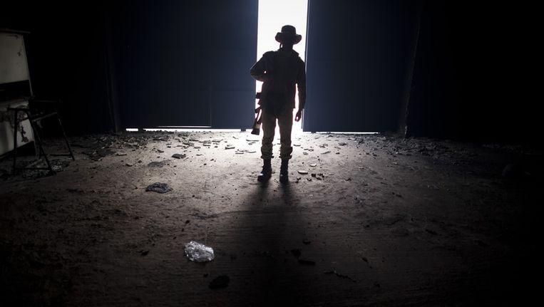 Opstandelingen controleren het vliegveld van Sirte, nadat dat is gebombardeerd door de NAVO, vandaag. Beeld getty