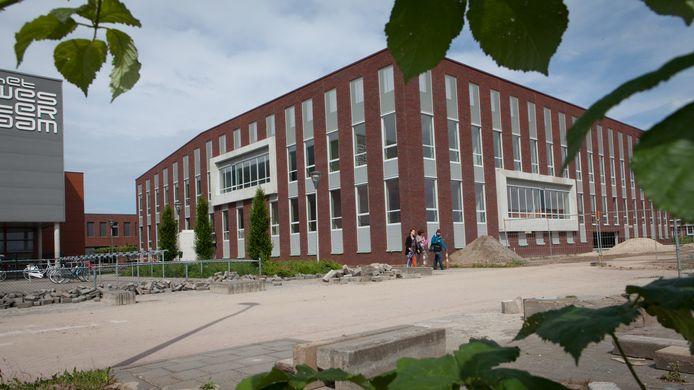 De Elster campus, met Het Westeraam en het Lyceum, werd acht jaar geleden gebouwd. De nieuwe schoolomgeving, vlak bij het station, heeft grote aantrekkingskracht.