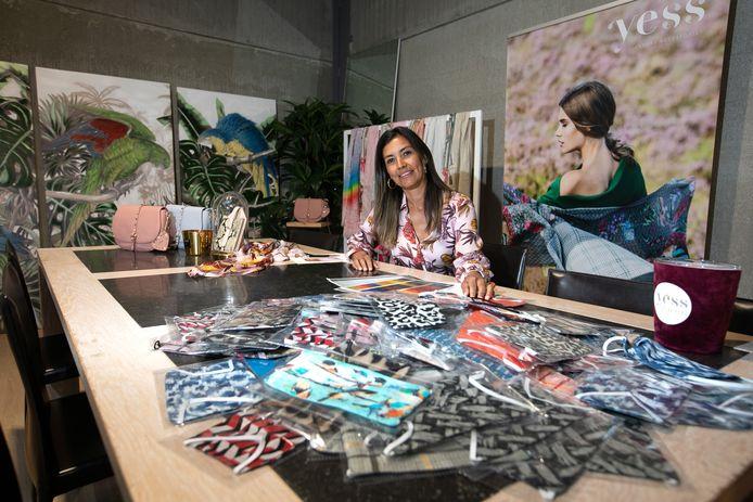 Yessie Vanmanshoven maakt mondmaskers in opdraht van stad Tongeren