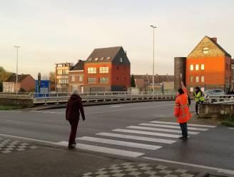 Gemachtigde opzichters maken oversteken aan Overwinningsstraat en Antwerpsestraat veiliger