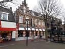 Het huidige pand van Bogaerts aan de Heuvel in Oss, met links de Wibra en rechts brasserie La Colline.