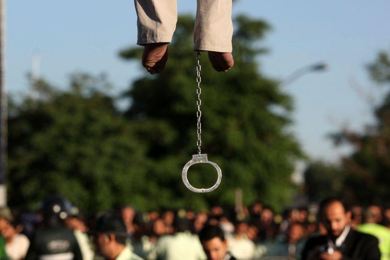 Iran schrikt er niet voor terug om veroordeelden publiekelijk op te hangen, zoals te zien is op deze archieffoto uit mei 2011 in de stad Qazvin.