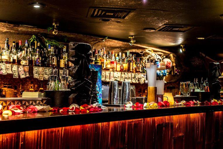 De bar in Mahiki, tikibar en nightclub in hartje Londen. Beeld RV/Mahiki
