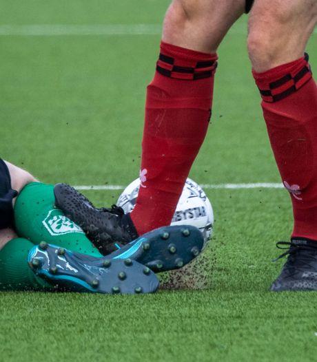 Nachtmerrie SC Bemmel: rood voor Ricky en drie tegengoals ná de 90ste minuut: 'Wat een drama'