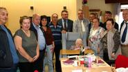 Maria krijgt grote taart voor honderdste verjaardag