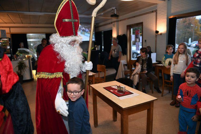 Volgens Sinterklaas zijn alle kinderen braaf geweest.
