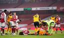 David Luiz (Arsenal) en Raul Jimenez (Wolverhampton Wanderers) kwamen hard in botsing met elkaar tijdens het Premier Leagueduel.