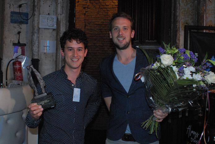 Martijn Berghman en Tim van Dooren van het bedrijf More2Win, dat tijdens de dertiende editie van de BOV-trofee in de categorie MKB victorie kraaide.