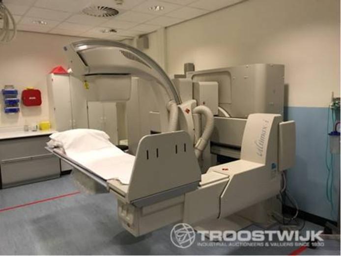 Ook een röntgensysteem uit 2007 wordt op de website aangeboden als veilingitem.