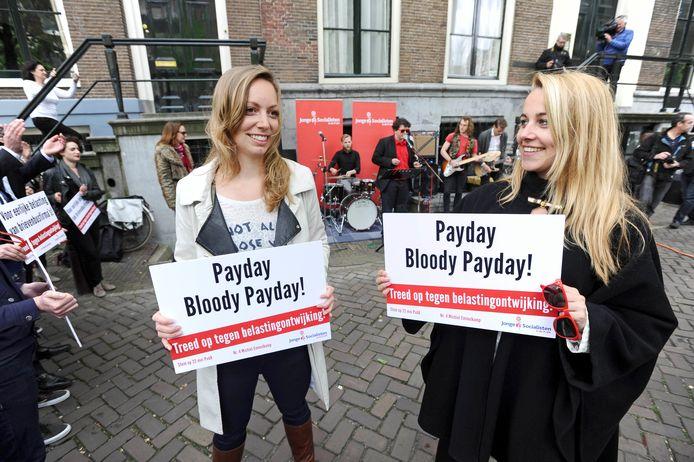 Met protestliederen als Payday Bloody Payday en Tax Transaction protesteerden de Jonge Socialisten in 2014 tegen de brievenbusconstructies van U2 en de Rolling Stones in Amsterdam