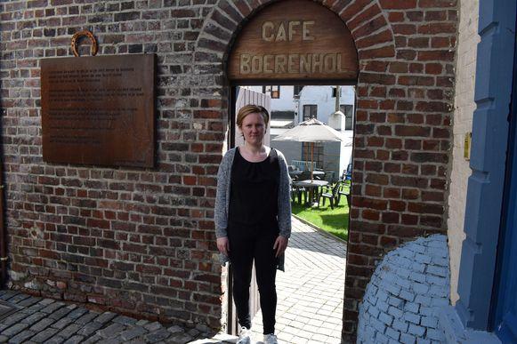 Katrien had de tafels in haar tuin klaargezet maar kreeg maandag amper klanten over de vloer.