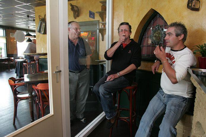 Veel cafés hebben een rookruimte