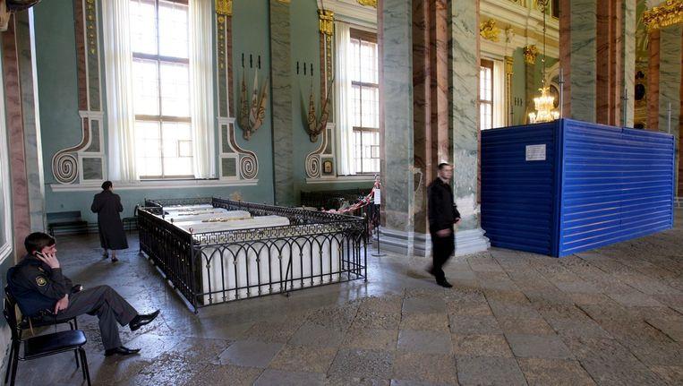 De Petropavlovski-kathedraal in Sint Petersburg waar de tsaar begraven ligt. Beeld EPA