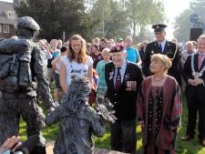 'Soldaat met bloemenkind' veroverde harten van de Airbornewandelaars