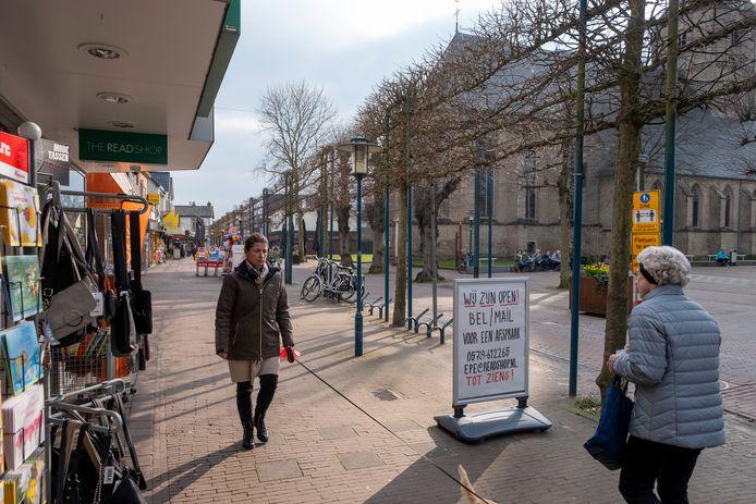 De koopzondagen in Epe gaan dit jaar toch door. Winkeliers zijn nog wat afwachtend, maar een extra winkelmoment voor hun klanten laten ze niet voorbij gaan.