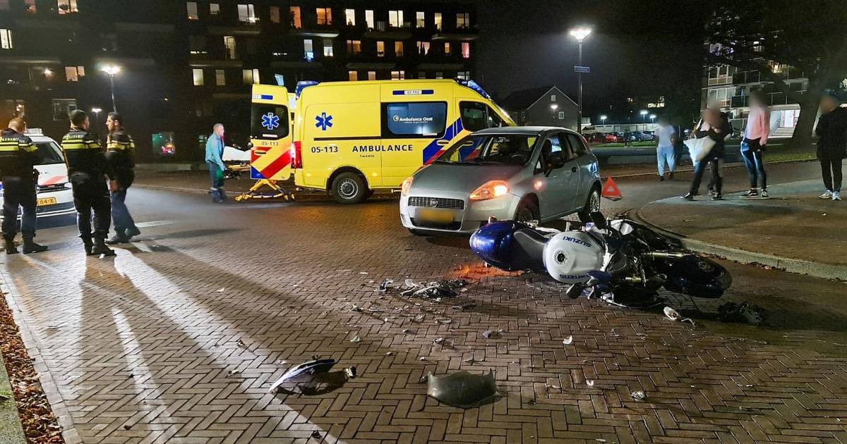 Motorrijder gewond bij aanrijding in Enschede.