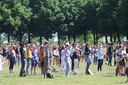 Demonstranten van BLM maken een vuist op de Pettelaarse Schans in Den Bosch.