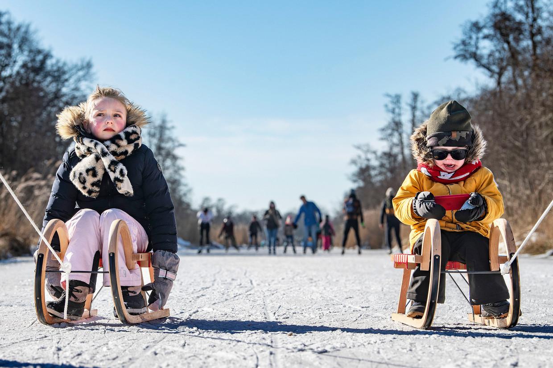 Zaterdagochtend trokken duizenden schaatsliefhebbers naar Ankeveen. Beeld Guus Dubbelman / de Volkskrant