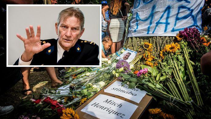 Korpschef Gerard Bouman [inzetje] zou aan vijf verdachte agenten beloofd hebben ze niet te ontslaan.