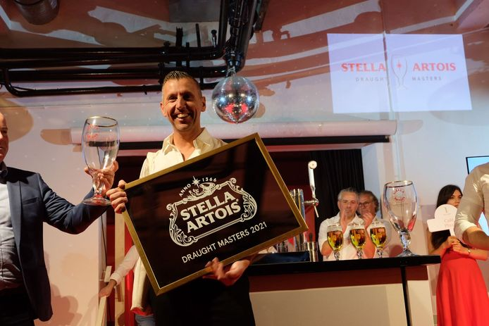 Dave Jacobs valt in de prijzen tijdens de Stella Artois Draughts Masters.
