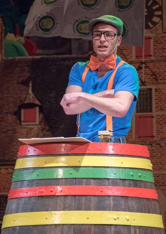Buutreedner Frans de Jonge op de pronkzitting bij Het Bombakkes in Gennep in 2017. Ruim voor het coronavirus opdook. Nu gaat het Zuid-Nederlands Buutkampioenschap van maart 2021 niet door.