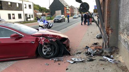 Jef Vermassen naar ziekenhuis na crash met Tesla