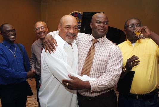 De omstreden president van Suriname, Desi Bouterse (links), en zijn voormalig aartsrivaal Ronnie Brunswijk.