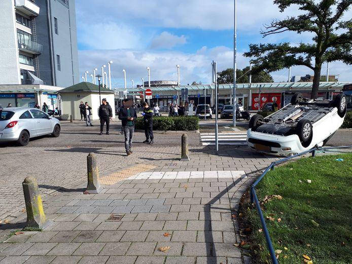De situatie bij winkelcentrum Hatert na het ongeluk.