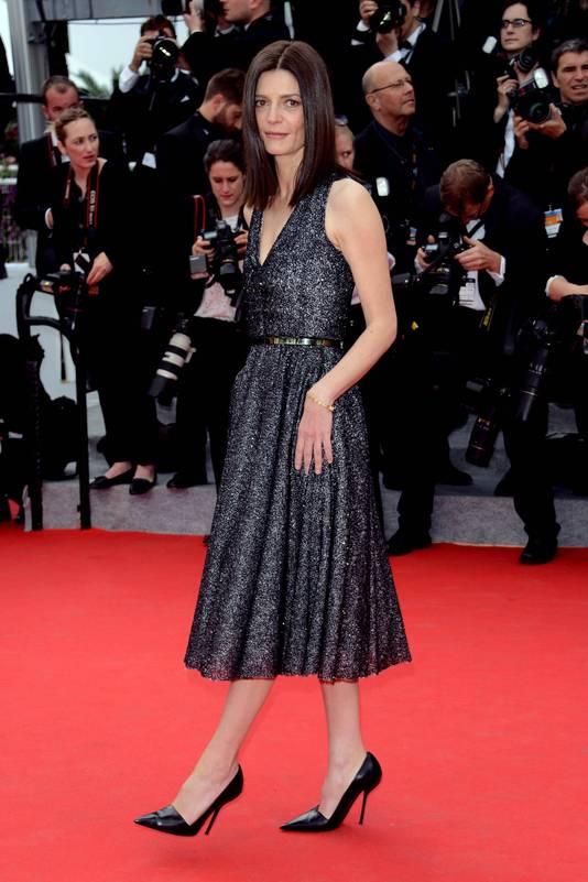 Chiara Mastroianni dans une robe très simple.