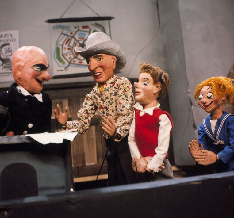 Figuren uit de poppenkastserie Dappere Dodo Beeld ANP