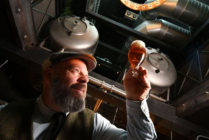 Frank Hendriks, mede oprichter van de Twentse Bierbrouwerij, maakte het lokale bier tot een succes.