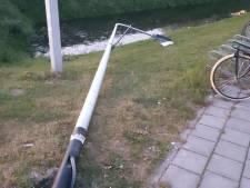 Lantaarnpaal vernield in Oude Wetering