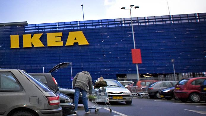 De Ikea in Delft trekt veel, heel veel klanten. En dat gaf geregeld problemen op het omliggende wegennet.