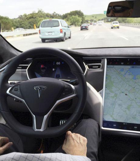 Twee doden door ongeluk met zelfrijdende Tesla, vermoedelijk niemand achter het stuur