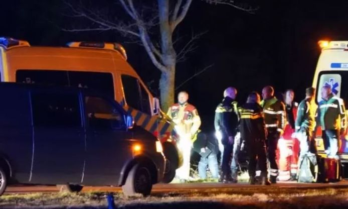 Hulpdiensten rukten massaal uit na aanrijding van het 6-jarige kind in Staphorst, dat na het ongeval overleed.