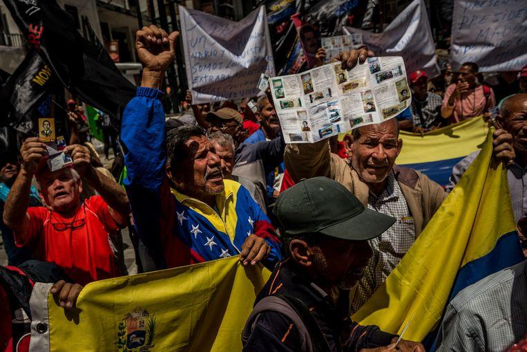 Voorstanders van de regering zijn blij met de komst van de bolívar soberano, de munt die het land zou moeten redden. Beeld NYT