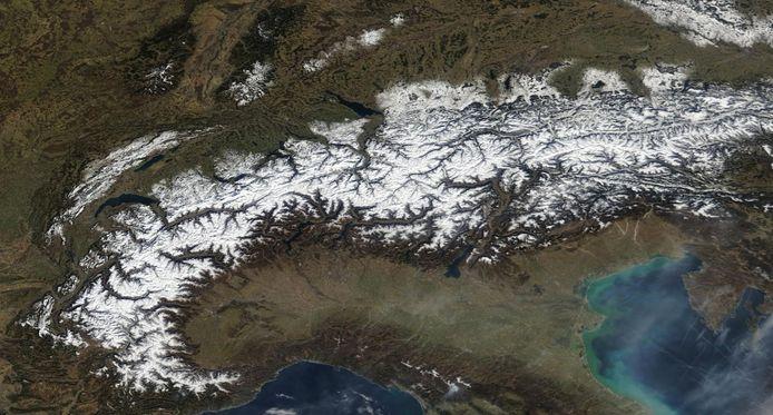 Het zonnige weer zorgde de afgelopen dagen voor prachtige satellietbeelden van de Alpen.